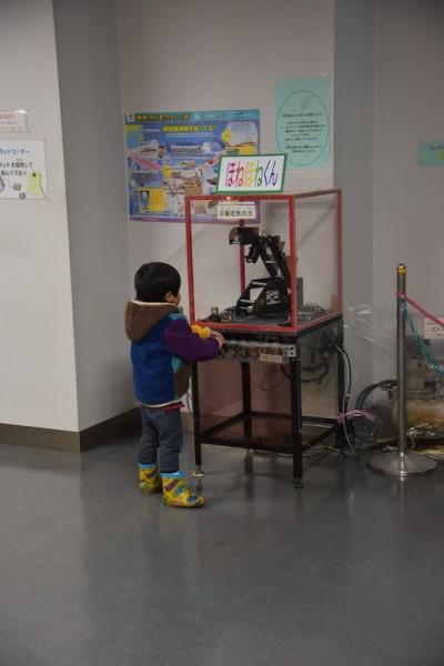 空気圧で動く怪獣ロボ