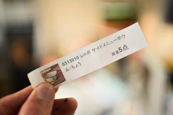 写真付き商品カード・・・指の黒いのはプリンターの詰め替えインクです