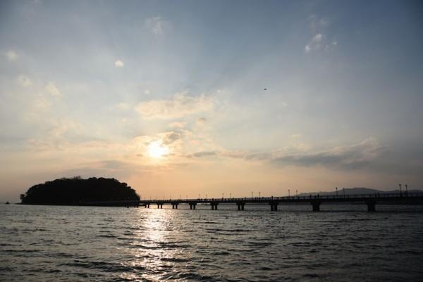 竹島と夕日