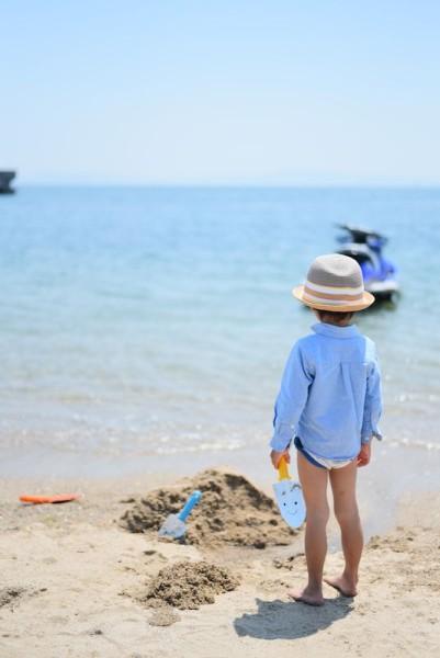 ワイキキビーチで砂遊びのようす