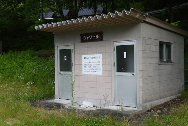 和知野川キャンプ場へシャワー室