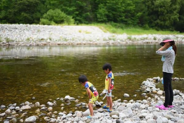 水切りにちょうど良い石を探す