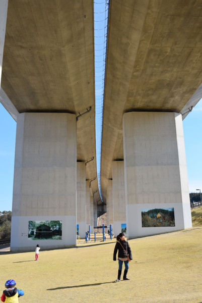 東海環状自動車道の下