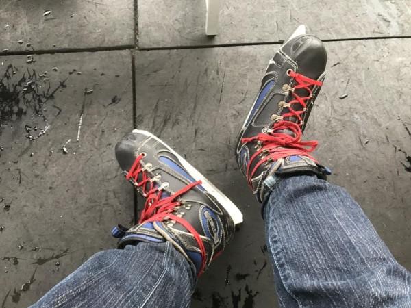 僕は頼んでないけどホッケー用のスケート靴になった