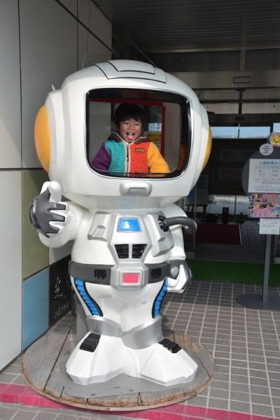 ロボットにのっとる様子