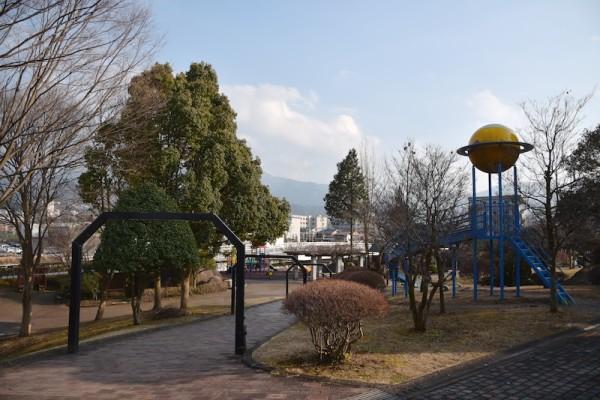 中津川市こども博物館の外の公園