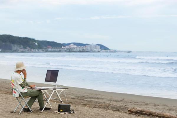 海辺での業務はパソコン壊れそう