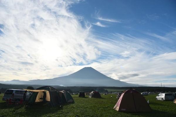 ふもとっぱらキャンプ場からながめる富士山