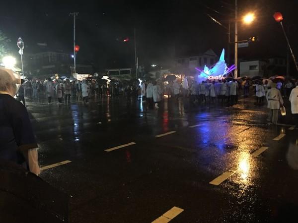雨の中のお神輿
