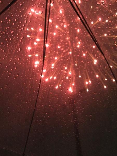 結構すごい雨だったけど花火もあがりました
