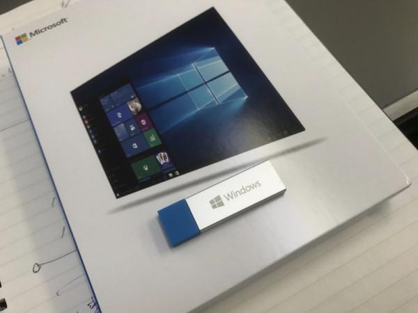 Windows 10の入ってるUSBメモリ